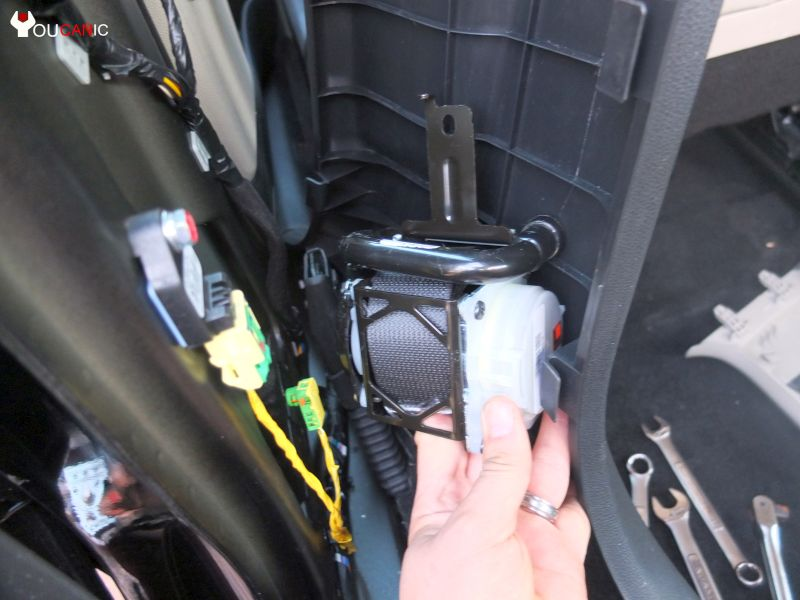 Kia rio: any way to reset airbag light