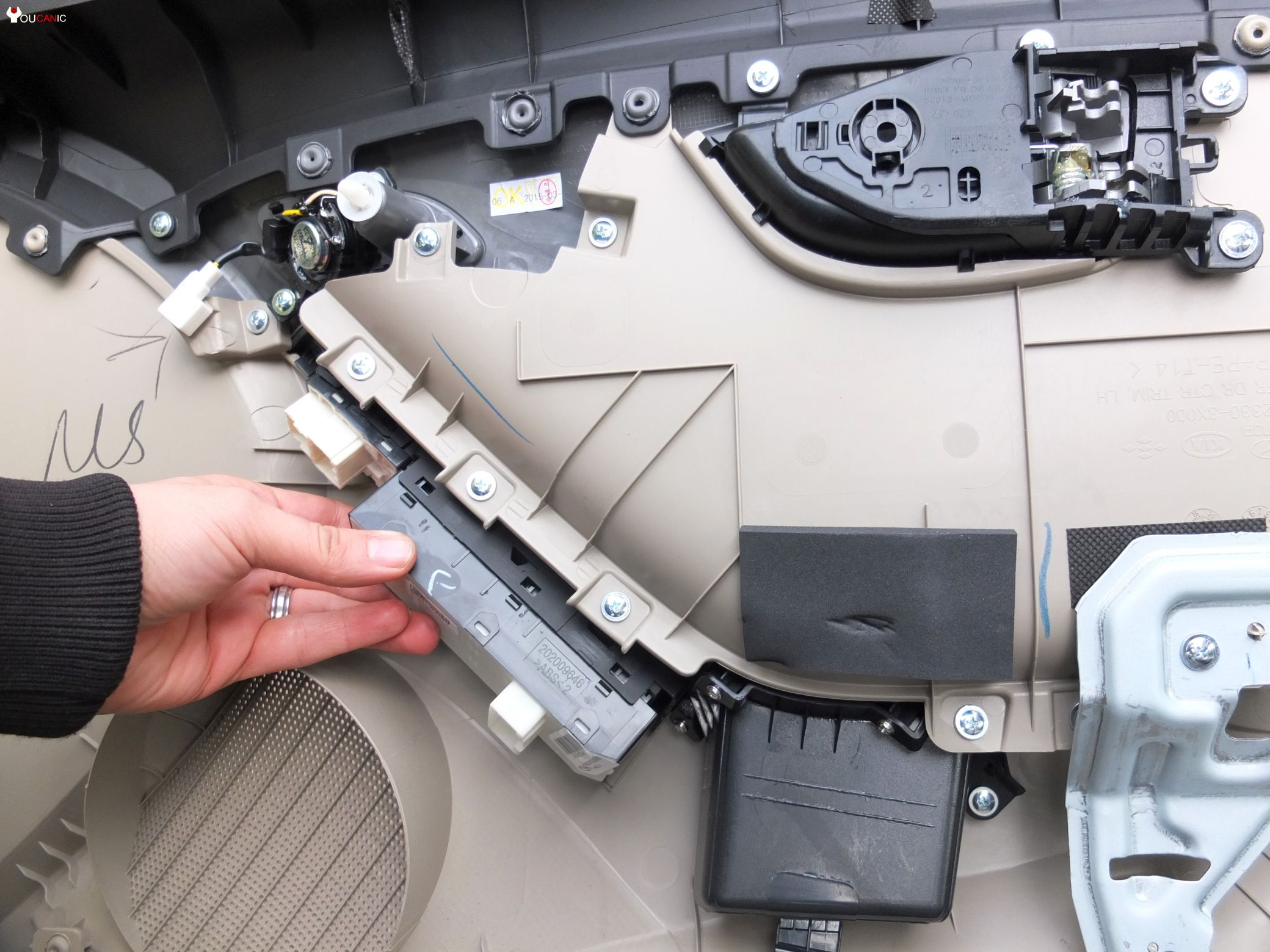 how to replace window switch hyundai elantra