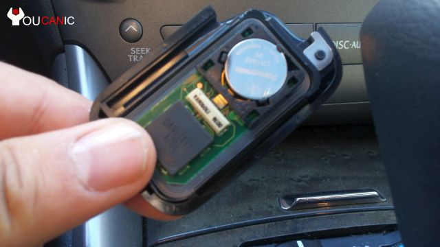 how to change lexus remote key battery